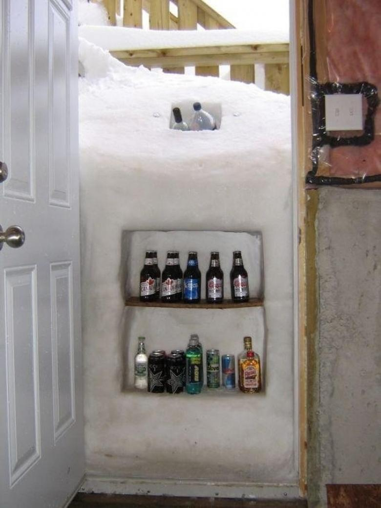 Evin dış kapısındaki doğal buzdolabı...