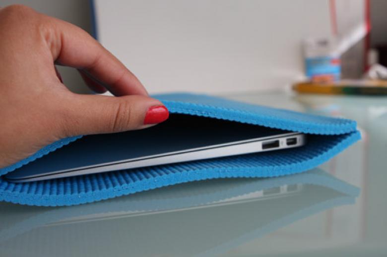 Yoga Matından Laptop veya Tablet Koruyucu