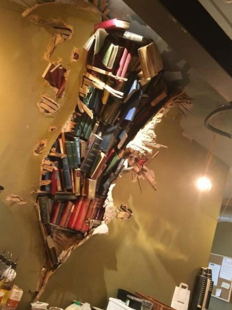 En orijinal kitap dekorunun bulunduğu dükkan...