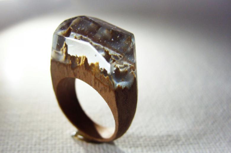 Karanlıkta parlayan meşe yüzüğü