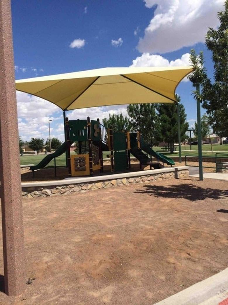 Bu parkın tepesinde dev bir çadır kurulu, çocuklar yağmur, sıcak demeden buraya geliyor