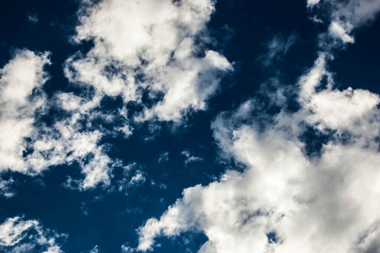 Bulutlardaki şekillere bakın ve hayal gücü ile onları birşeylere benzetin