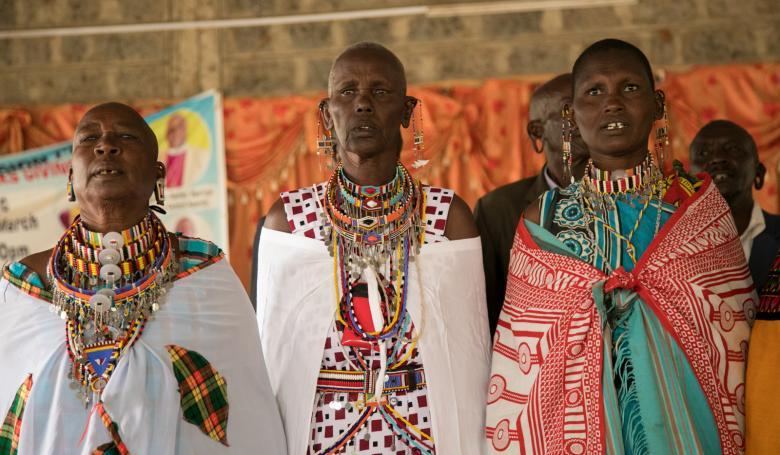Elbiseleri ve takılarıyla dikkat çeken kabilelerin ileri gelenlerini